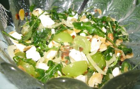 Kazas siera un vīnogu salāti